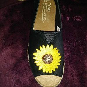 NWT TOMS Sunflowers Open Toe Slip-On Espadrille